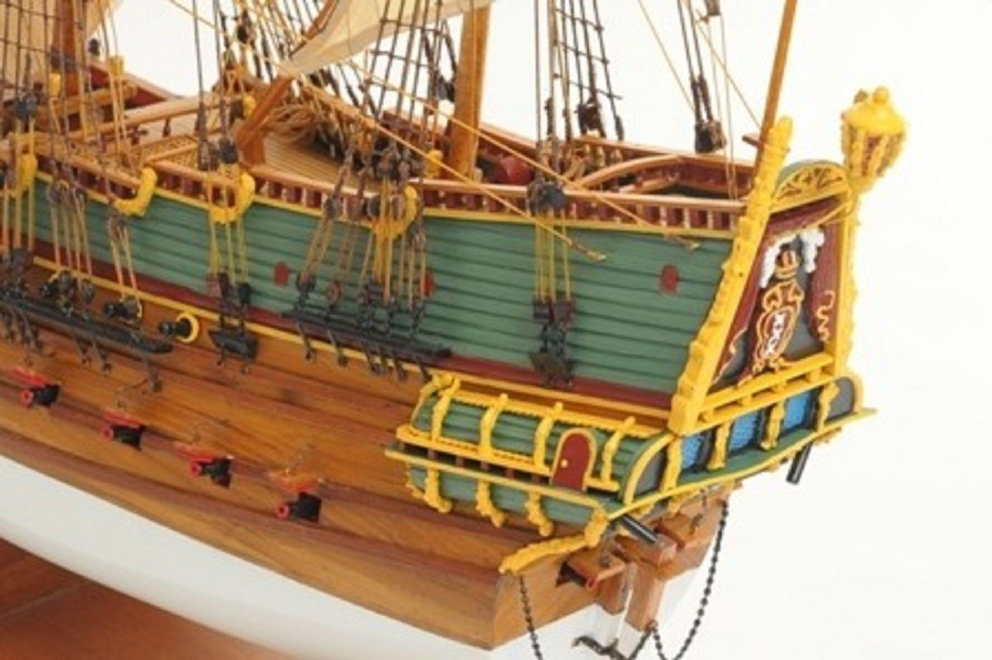 1057-7808-Batavia-model-ship-Superior-Range