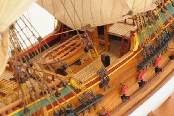 1057-7816-Batavia-model-ship-Superior-Range