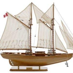 116-8123-Blue-Nose-I-Model-Yacht-Superior-Range
