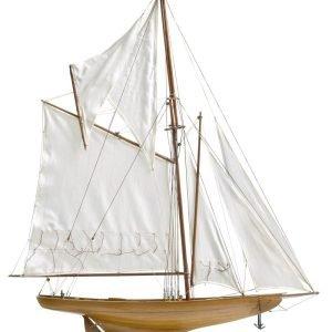 117-8445-Britannia-model-yacht-Superior-Range