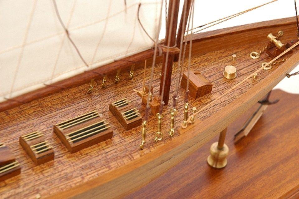 117-8451-Britannia-model-yacht-Superior-Range