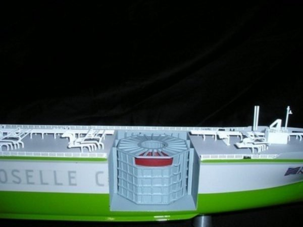 1227-6671-CNG-Open-Hull-model-in-Display-case