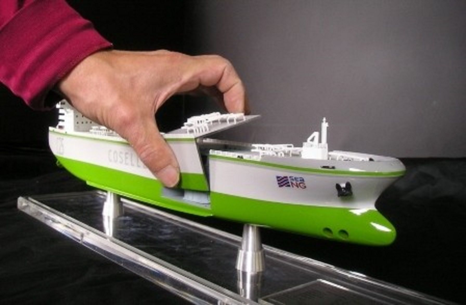 1227-6673-CNG-Open-Hull-model-in-Display-case