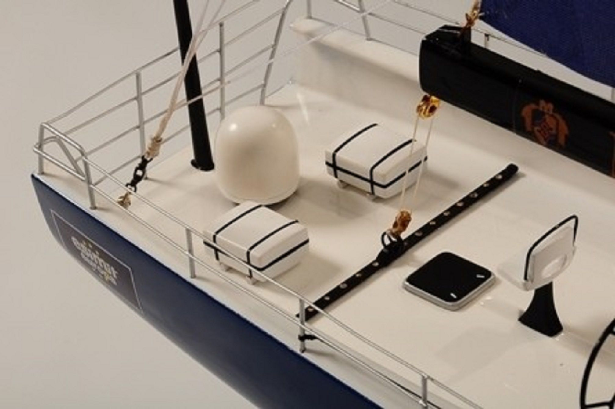 Supermaxi Model Yacht