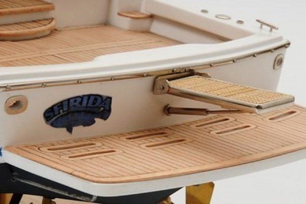Bertram 700 Model Yacht
