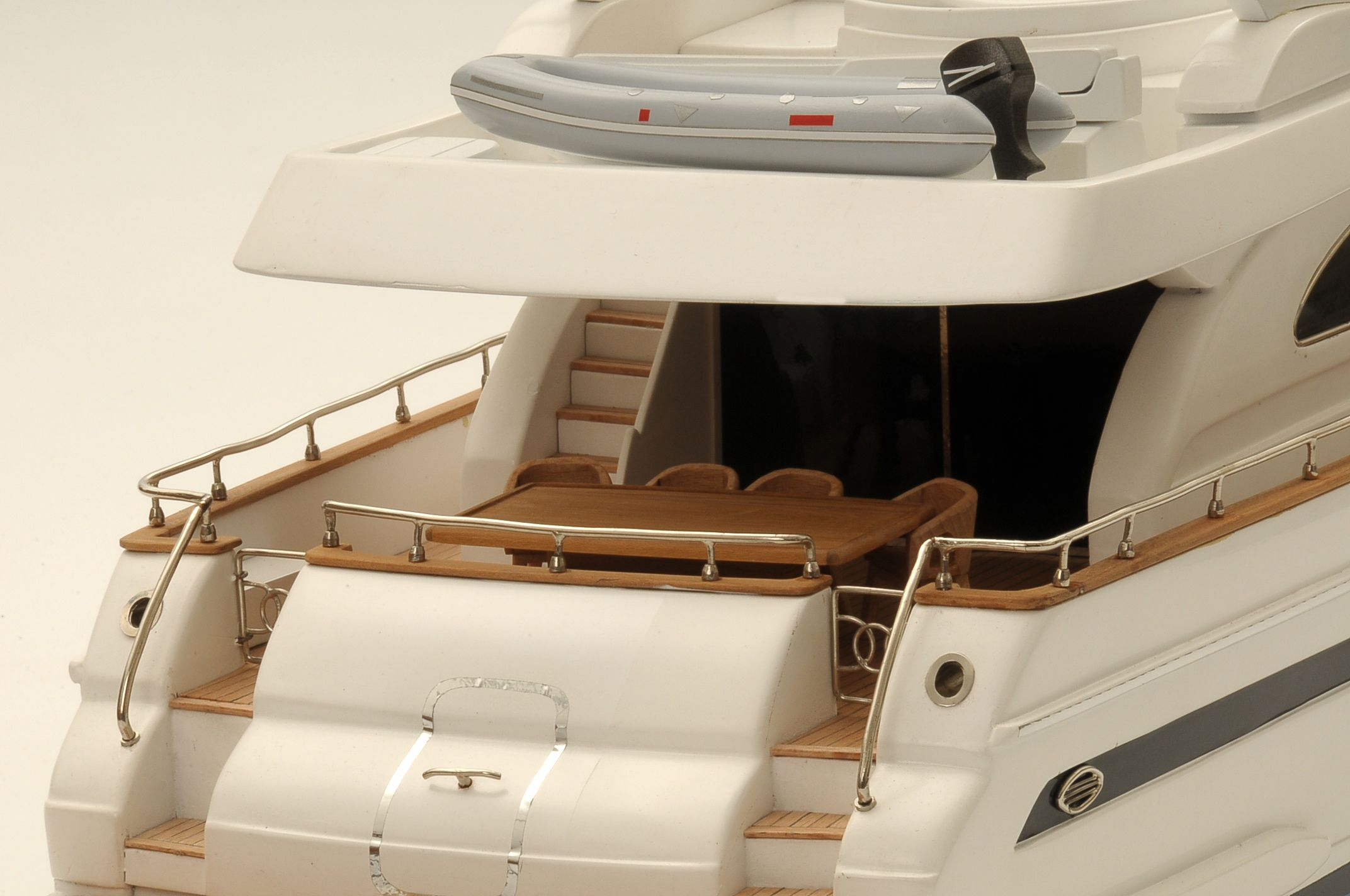 1236-6353-Astondoa-72-GLX-Motor-Yacht-Premier-Range