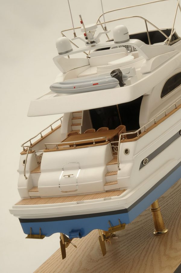 1236-6354-Astondoa-72-GLX-Motor-Yacht-Premier-Range