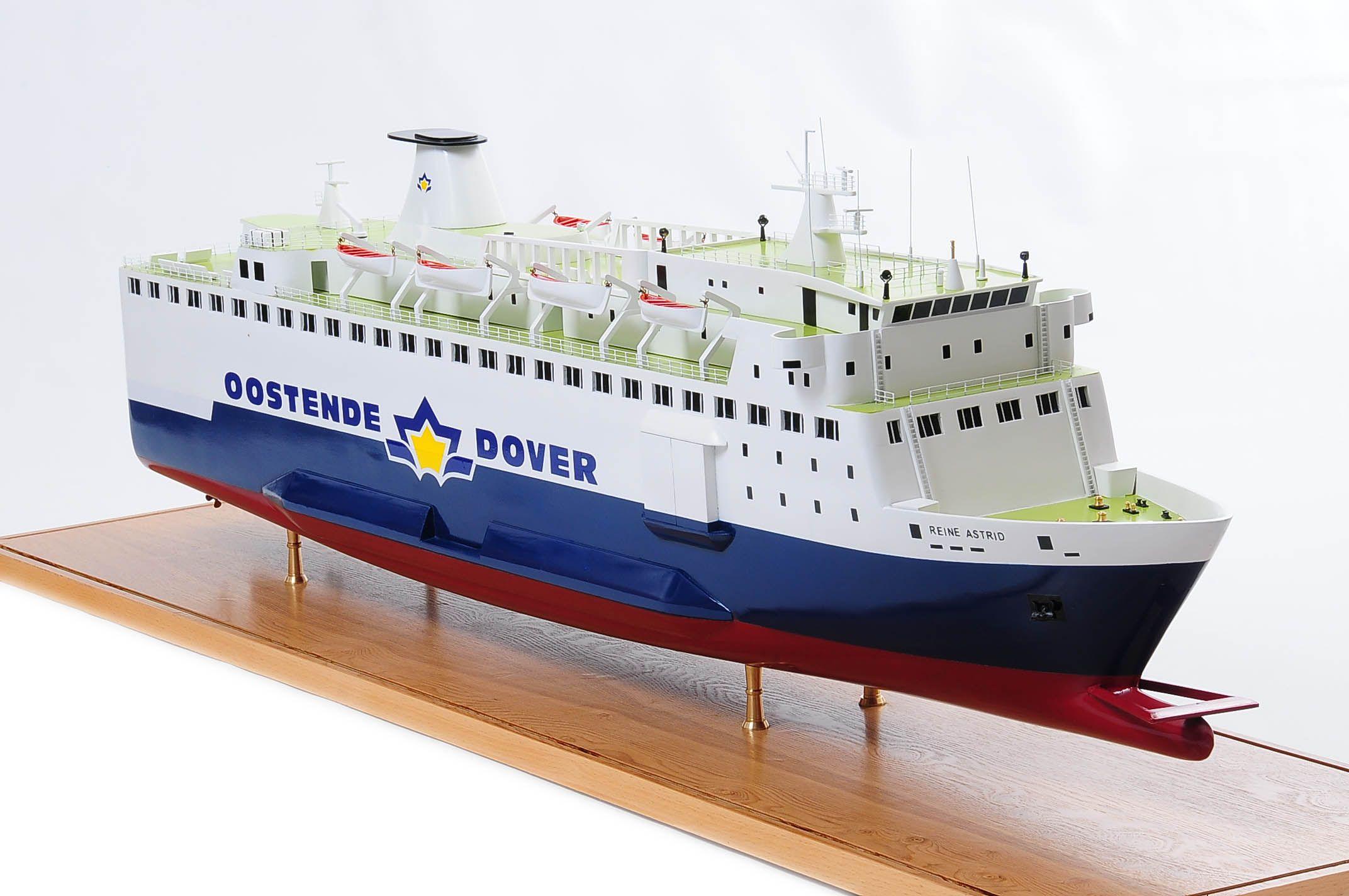 1255-5872-Pride-DOuvre-ship