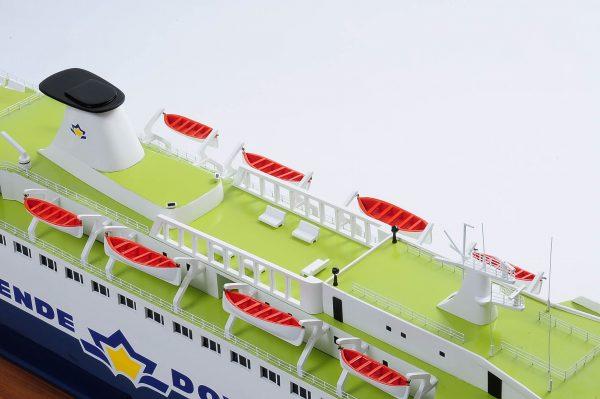 1255-5876-Pride-DOuvre-ship