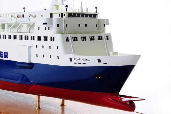 1255-5882-Pride-DOuvre-ship