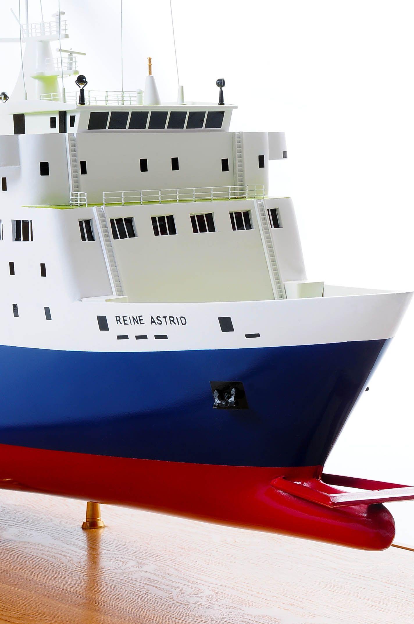 1255-5883-Pride-DOuvre-ship