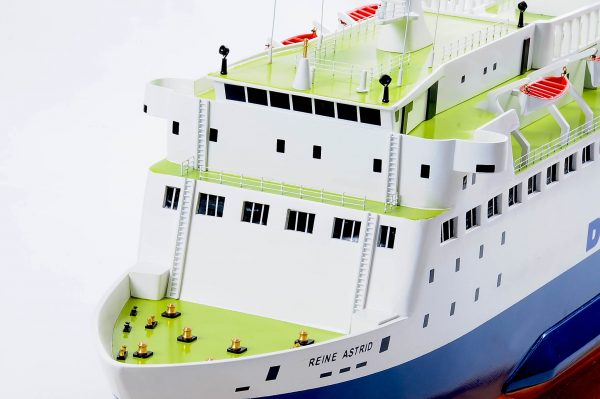 1255-5884-Pride-DOuvre-ship