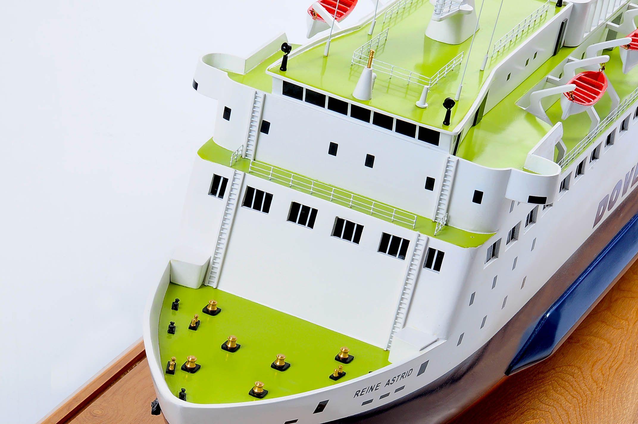 1255-5885-Pride-DOuvre-ship