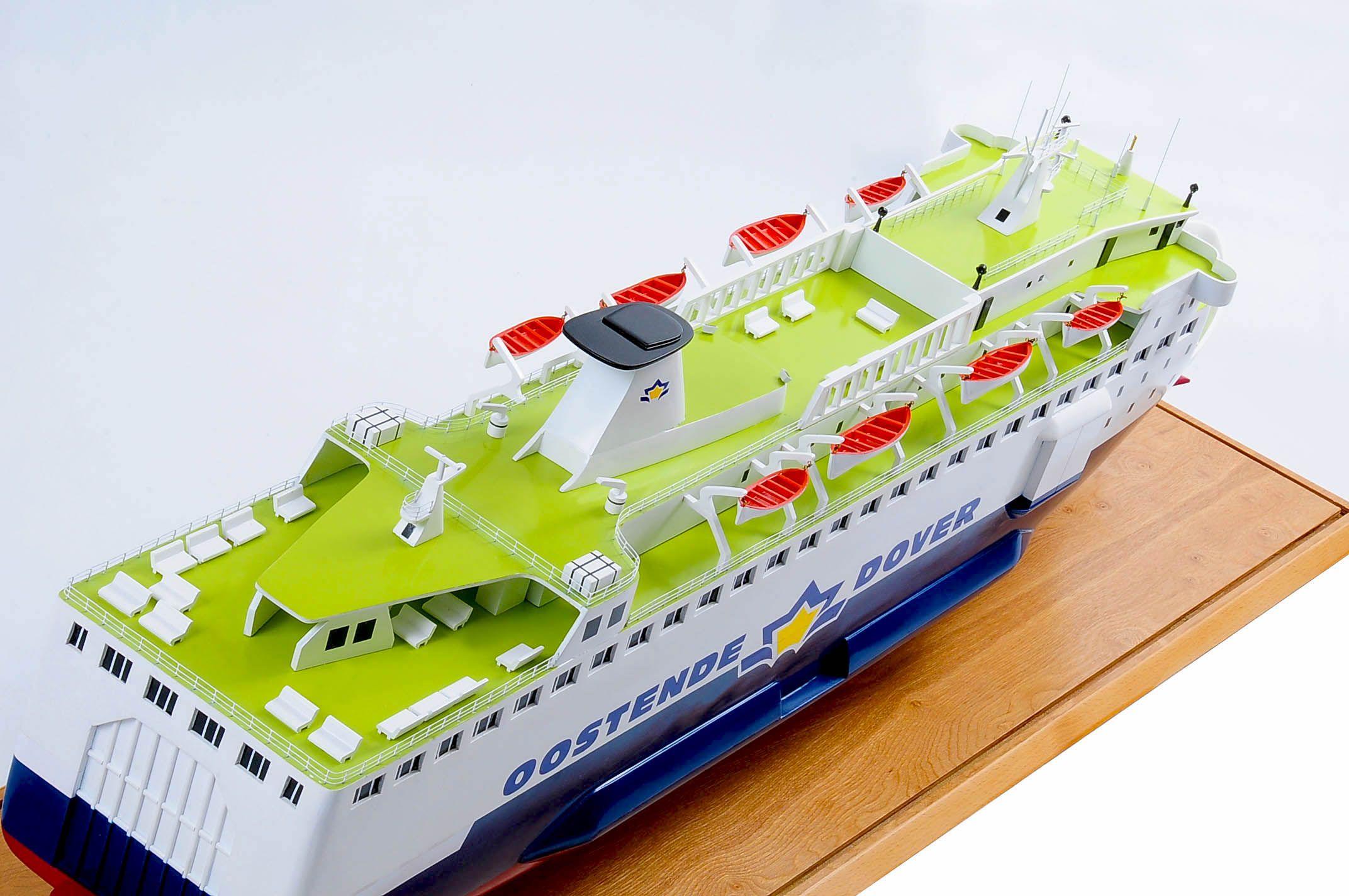 1255-5888-Pride-DOuvre-ship