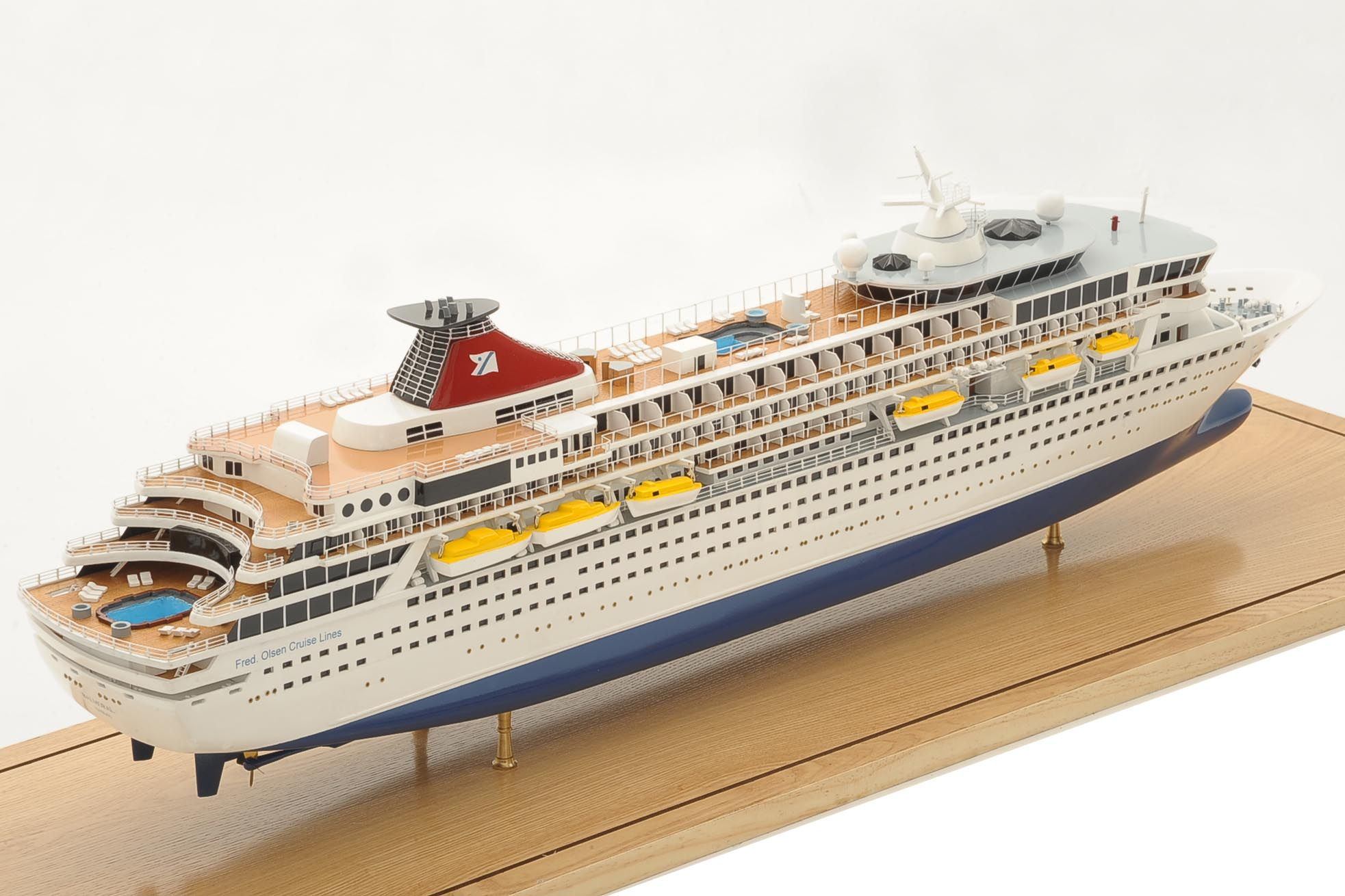 1292-6404-Balmoral-Cruise-Liner