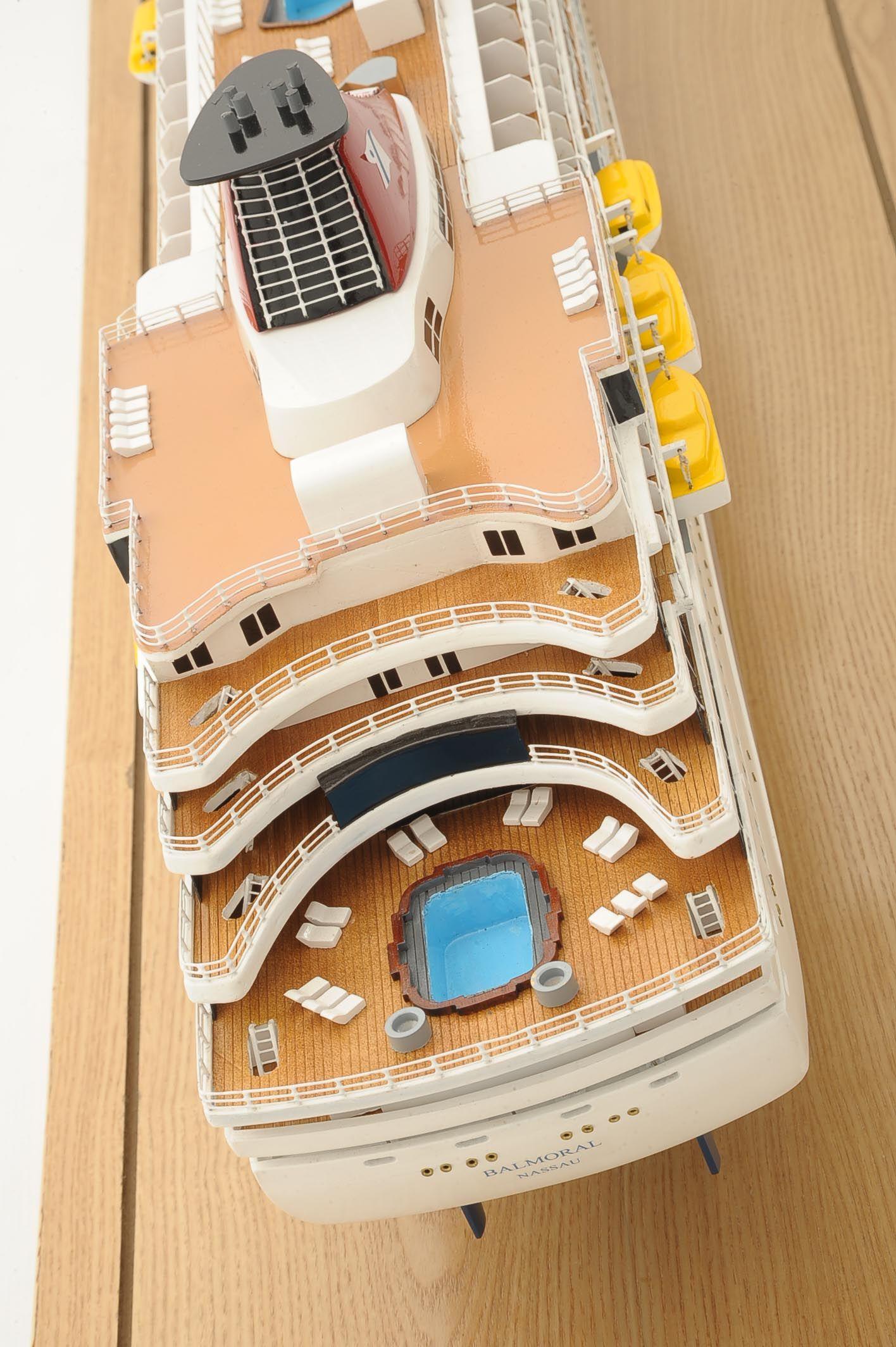 1292-6406-Balmoral-Cruise-Liner