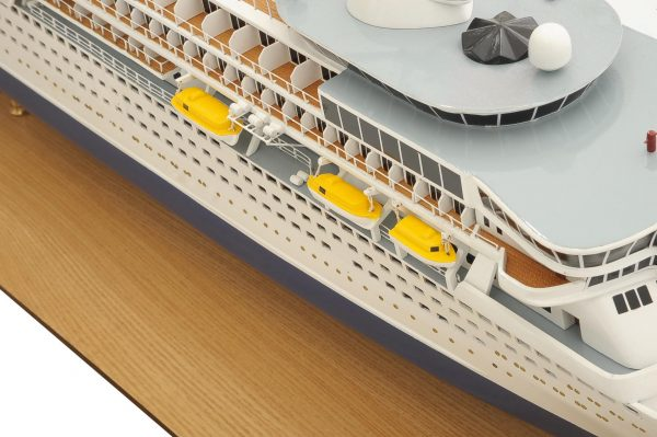1292-6409-Balmoral-Cruise-Liner