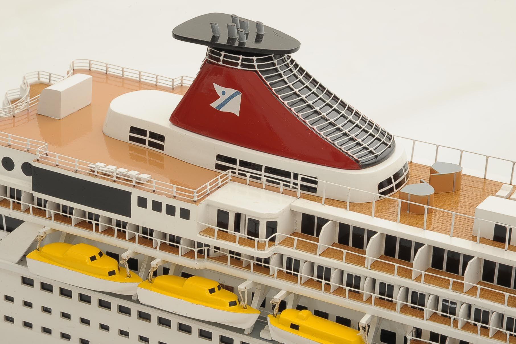 1292-6414-Balmoral-Cruise-Liner