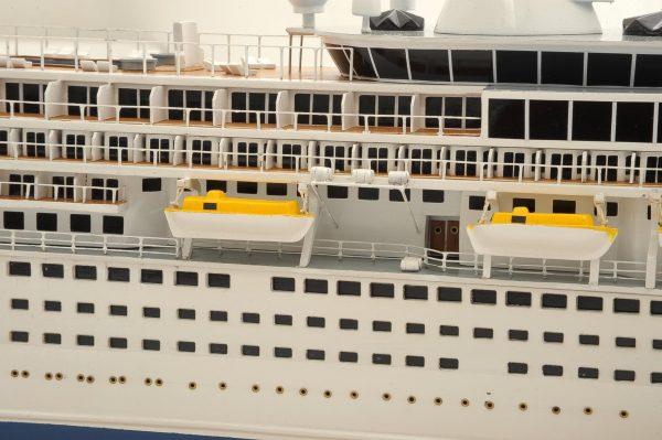 1292-6415-Balmoral-Cruise-Liner