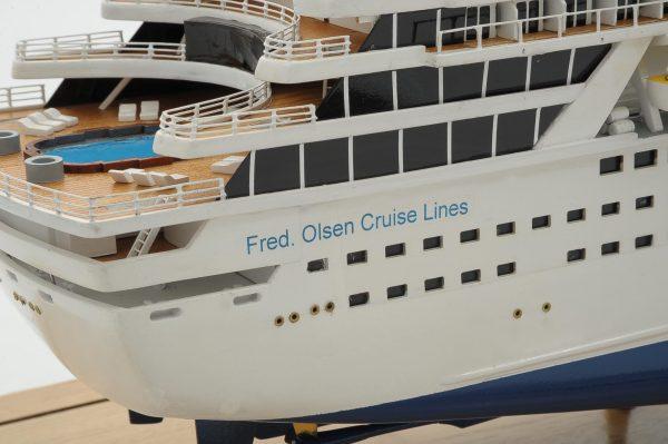 1292-6418-Balmoral-Cruise-Liner