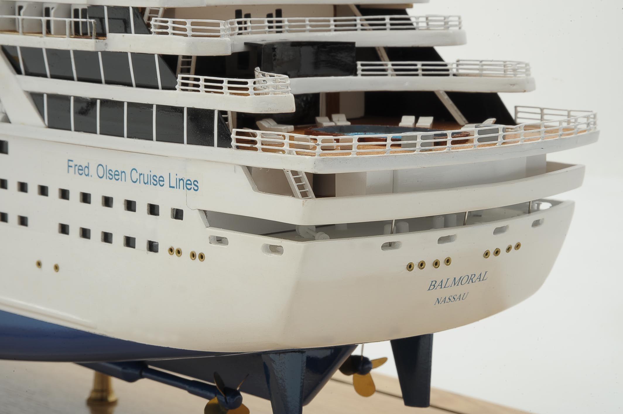1292-6420-Balmoral-Cruise-Liner