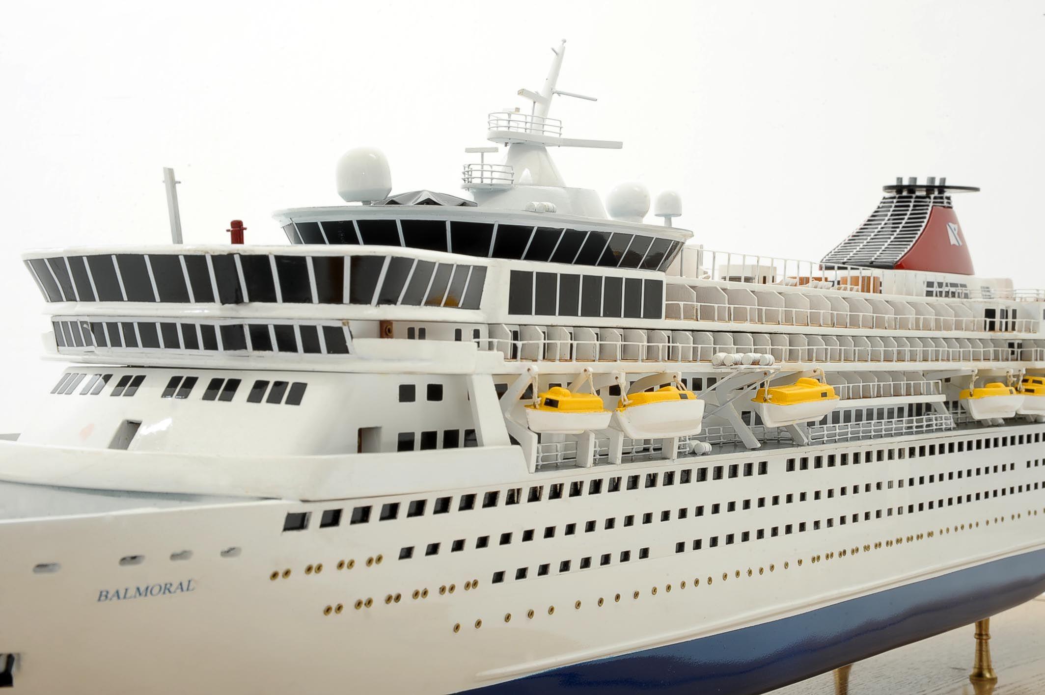 1292-6426-Balmoral-Cruise-Liner