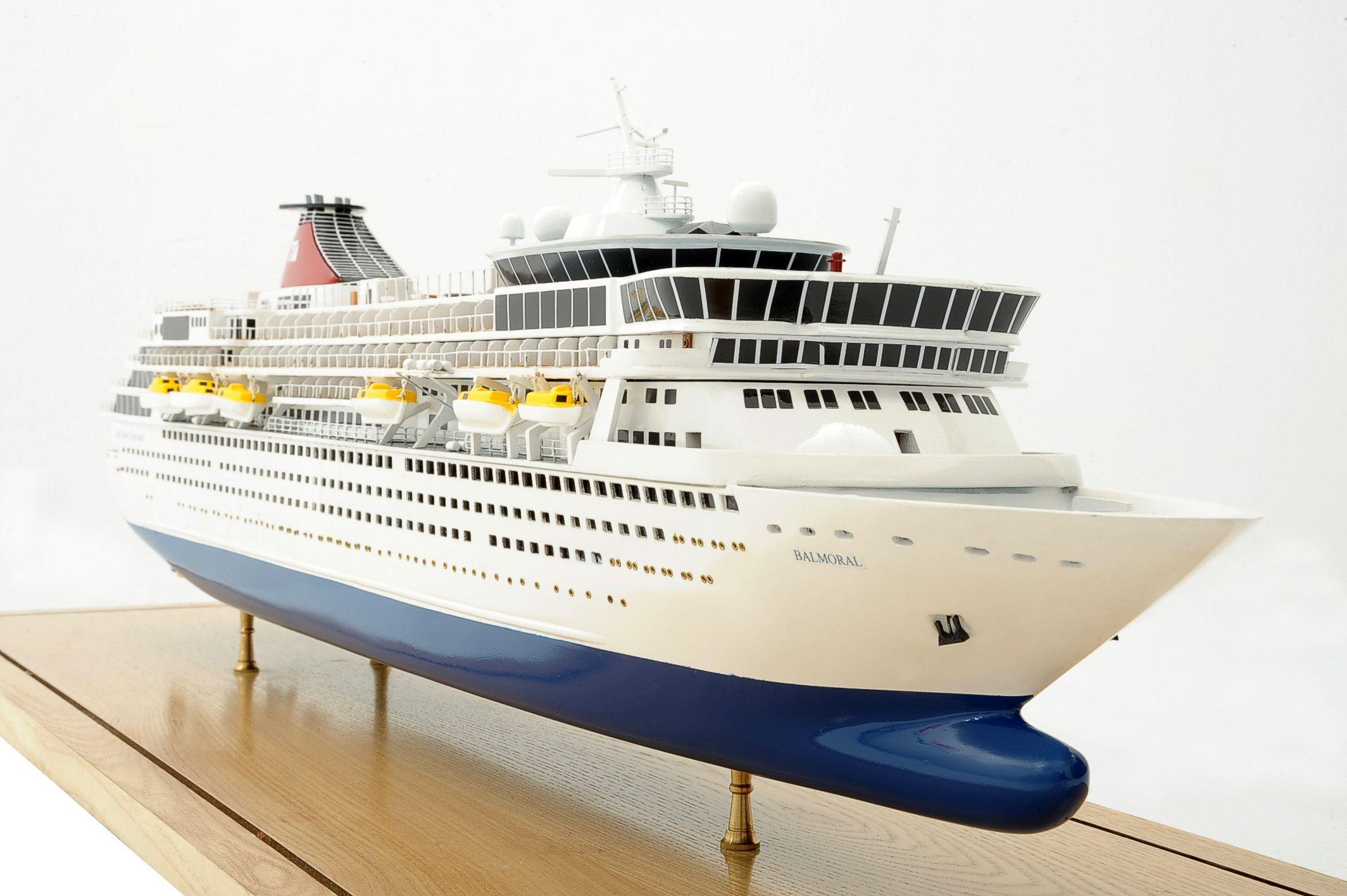 1292-6428-Balmoral-Cruise-Liner