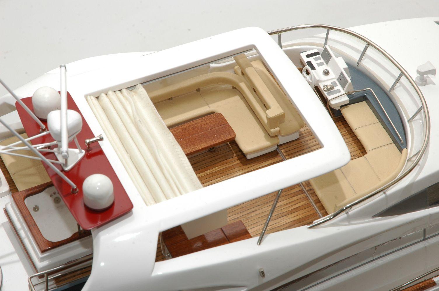 1333-6877-Aicon-Fly-85-Yacht-Premier-Range