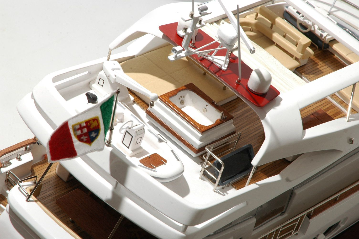 1333-6882-Aicon-Fly-85-Yacht-Premier-Range