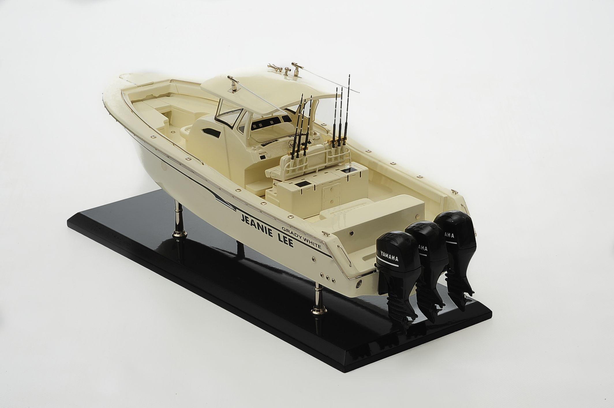 1390-8700-Grady-366-Yacht