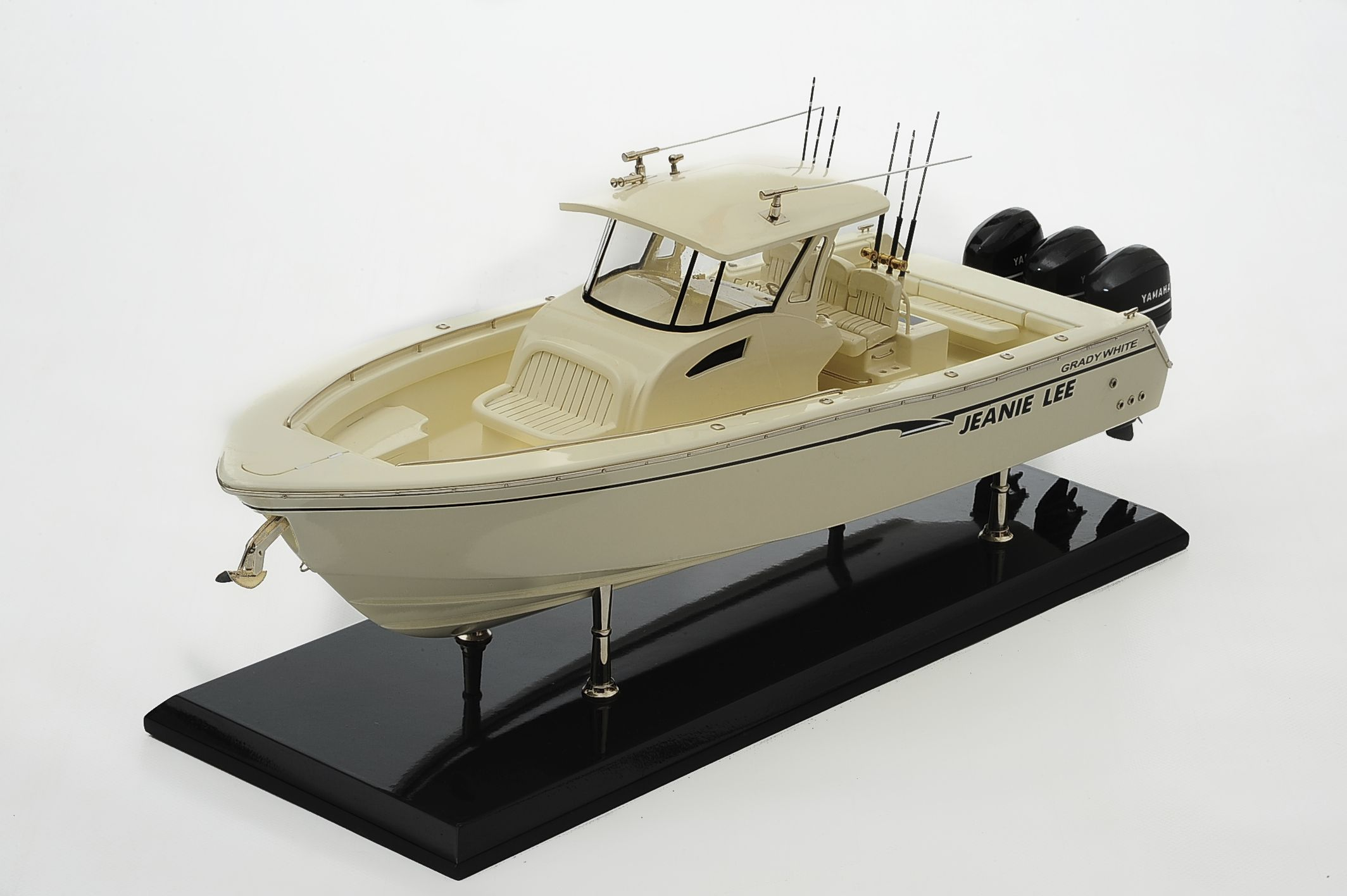 1390-8701-Grady-366-Yacht