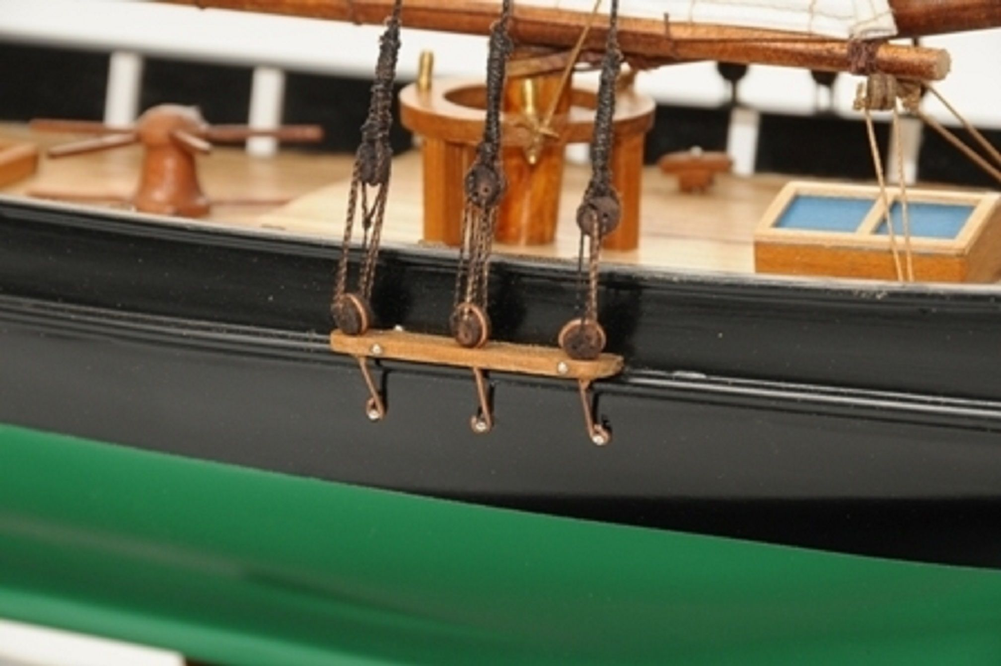 1419-7767-America-Model-Yacht-Superior-Range