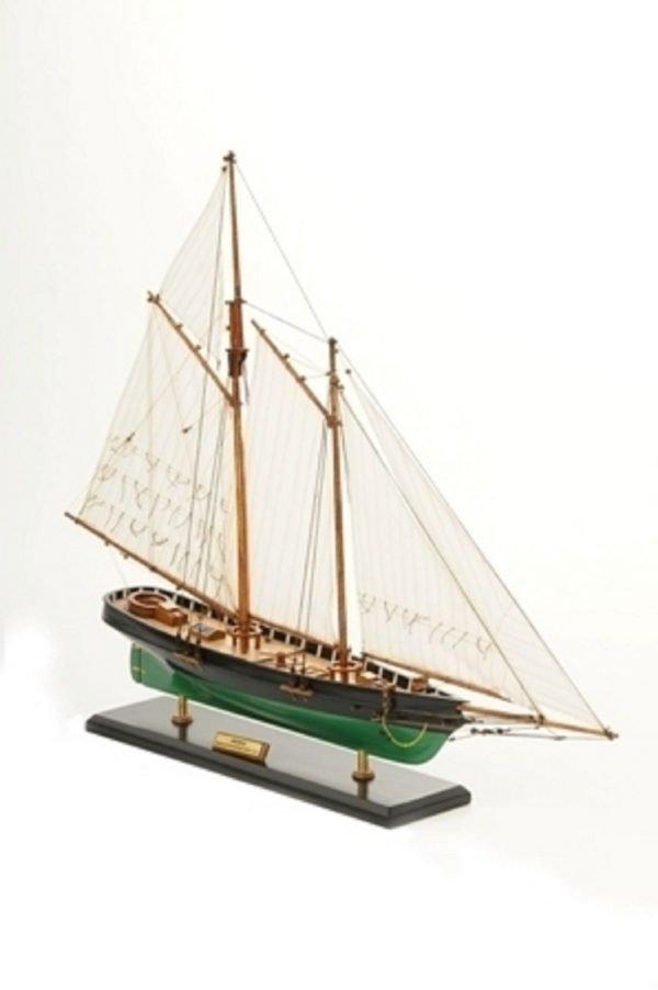 1419-7769-America-Model-Yacht-Superior-Range
