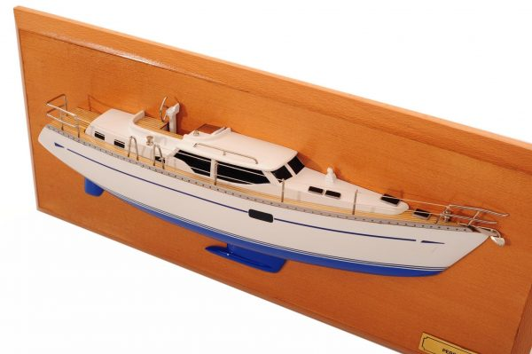 1482-8771-Oyster-45-Persuasion-Half-Model