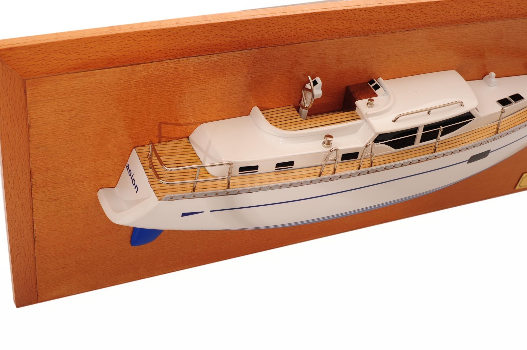 1482-8773-Oyster-45-Persuasion-Half-Model