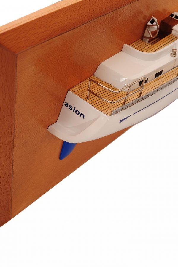 1482-8774-Oyster-45-Persuasion-Half-Model
