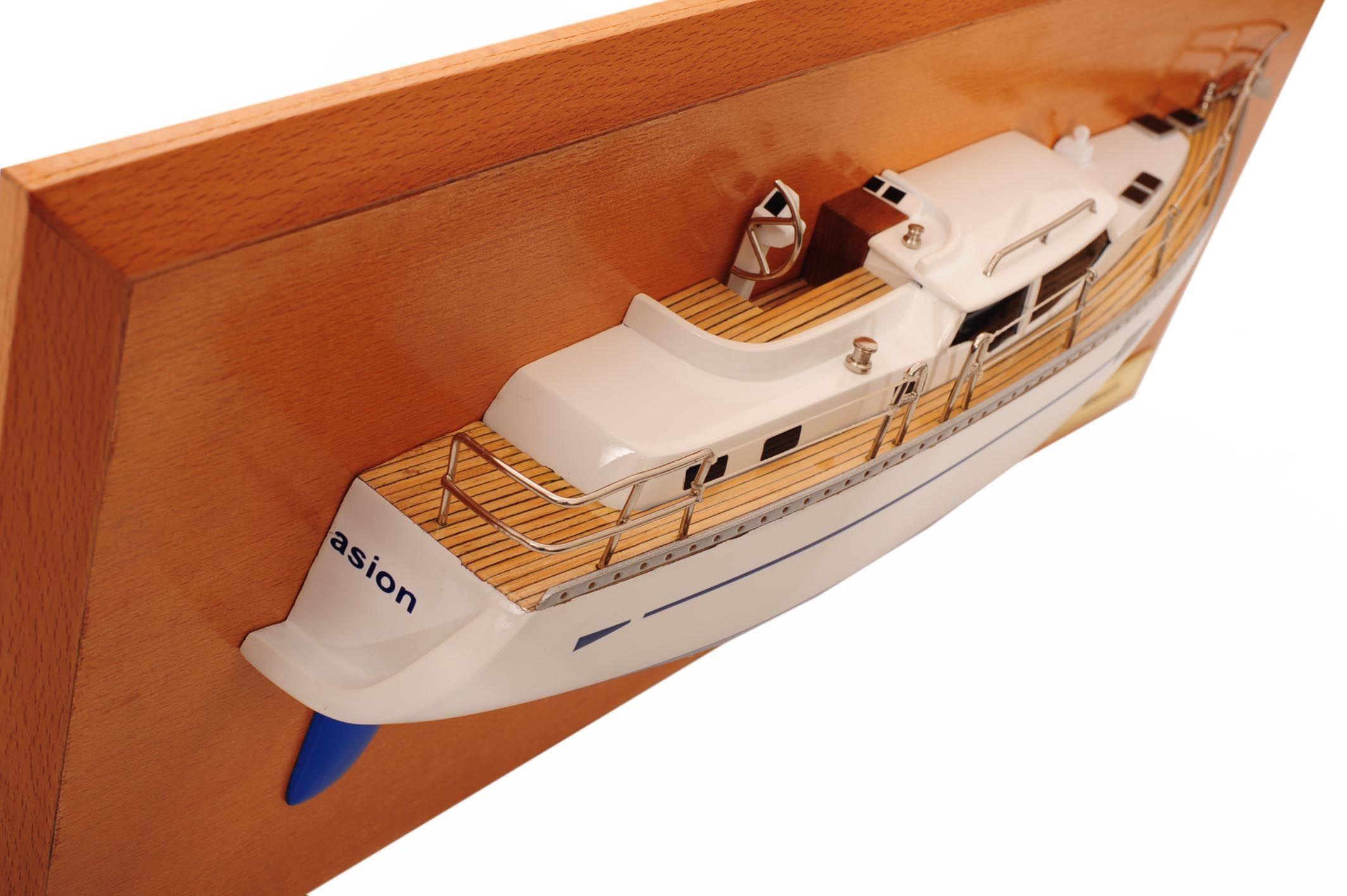 1482-8775-Oyster-45-Persuasion-Half-Model