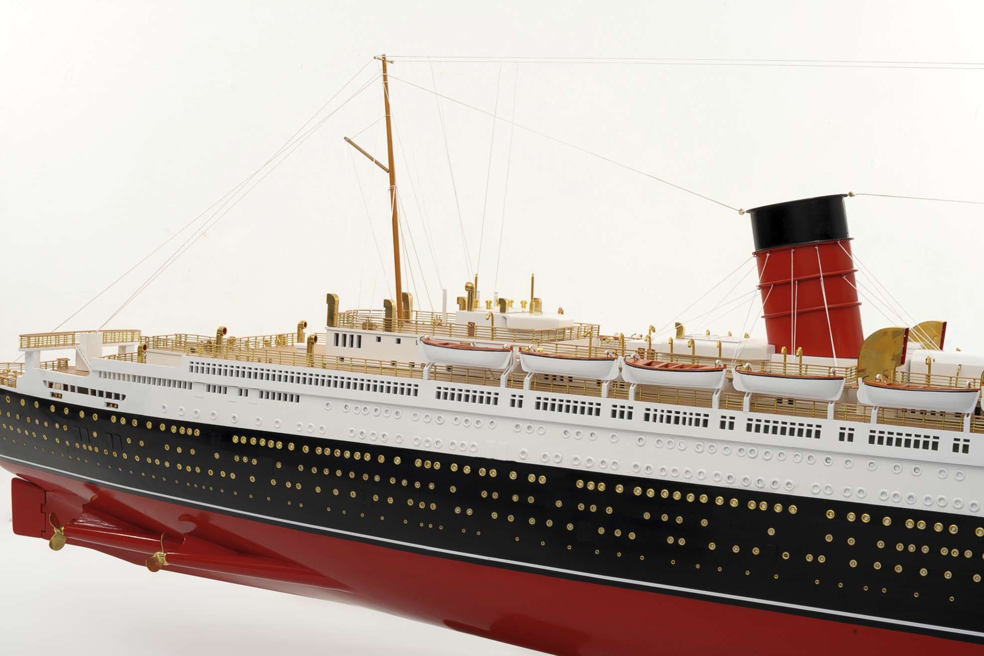 1484-4975-RMS-Queen-Mary-Model
