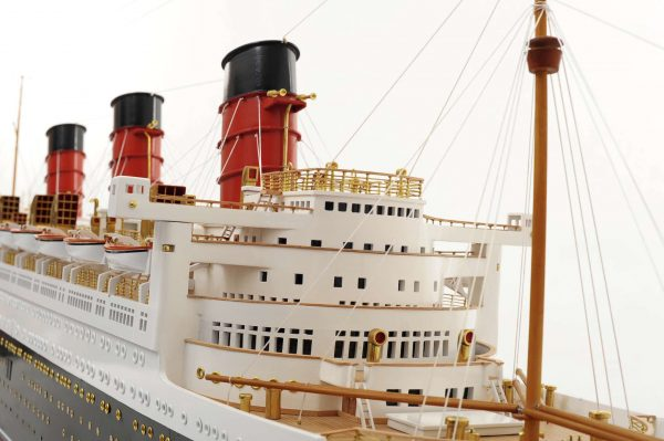 1484-4976-RMS-Queen-Mary-Model