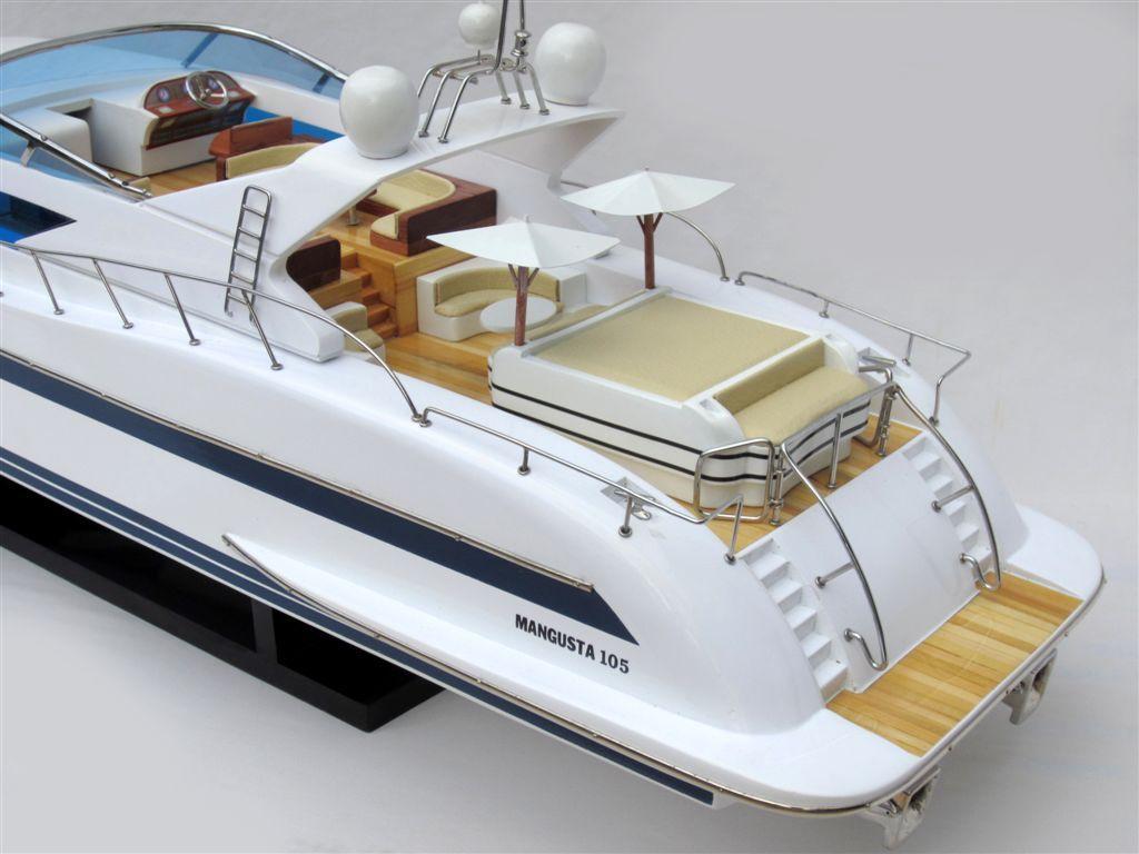 1503-8839-Mangusta-105-Model-Yacht