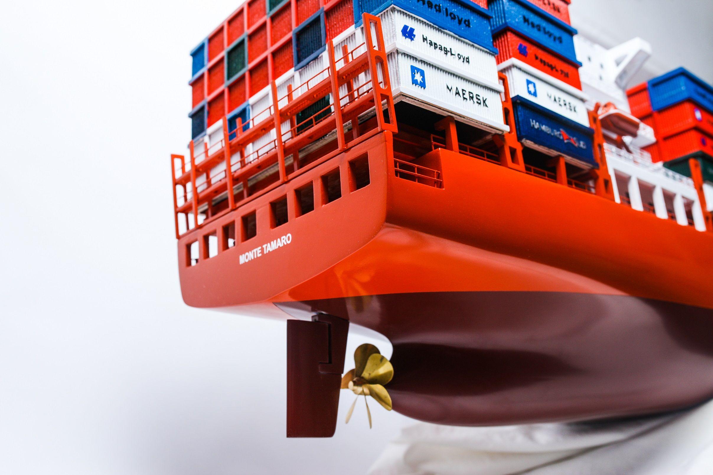 1527-9164-Hamburg-Sud-Container-Ship-Model