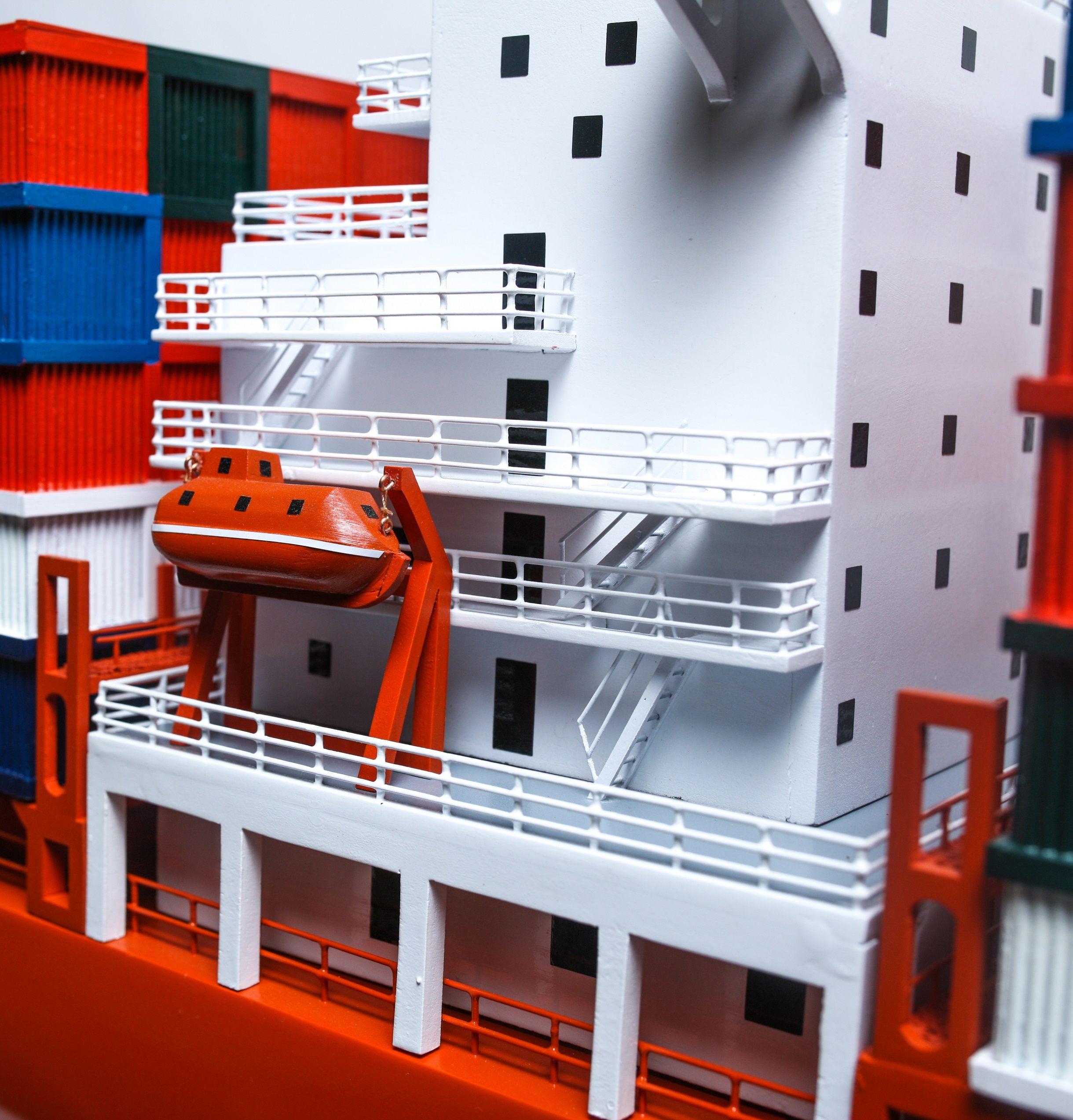 1527-9168-Hamburg-Sud-Container-Ship-Model