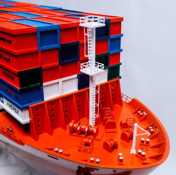 1527-9170-Hamburg-Sud-Container-Ship-Model