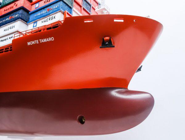 1527-9174-Hamburg-Sud-Container-Ship-Model