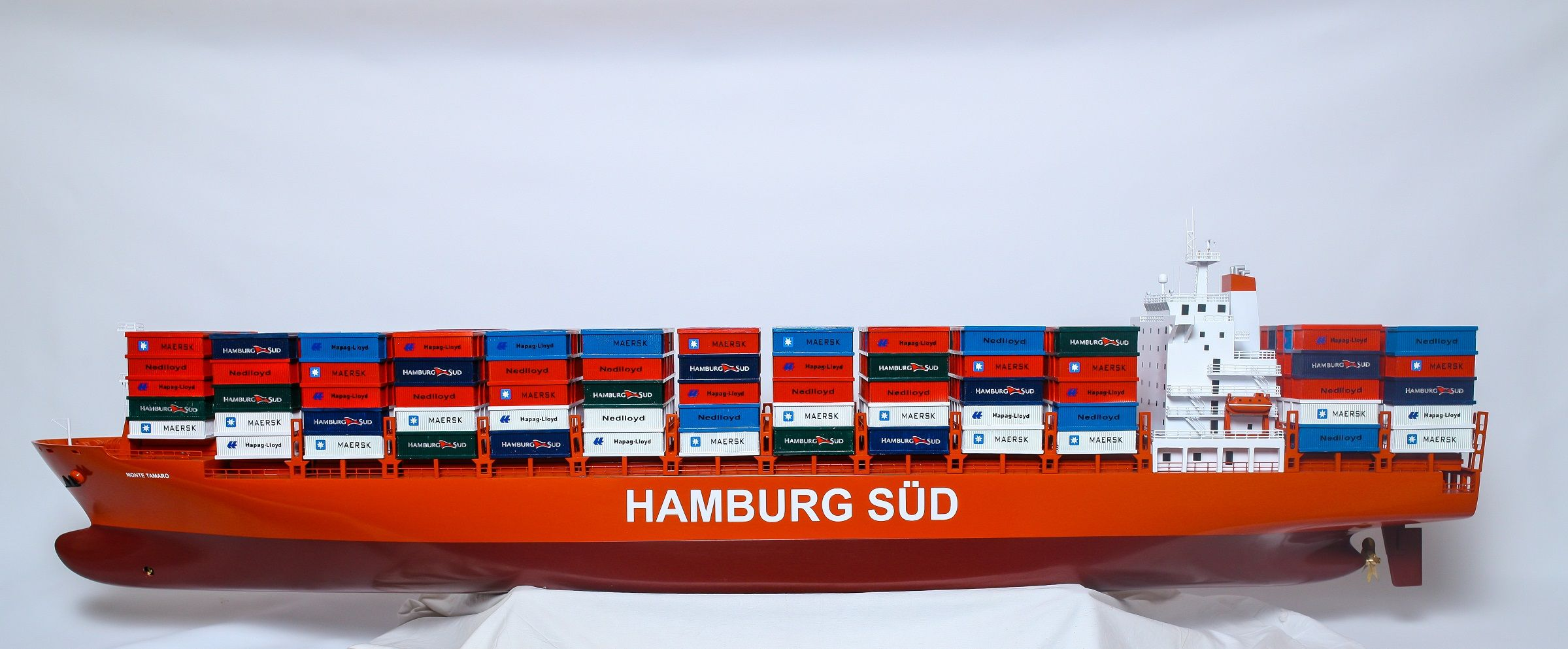 1527-9176-Hamburg-Sud-Container-Ship-Model