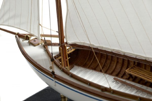 166-8431-Yare-Bure-Model-Yacht-Superior-Range