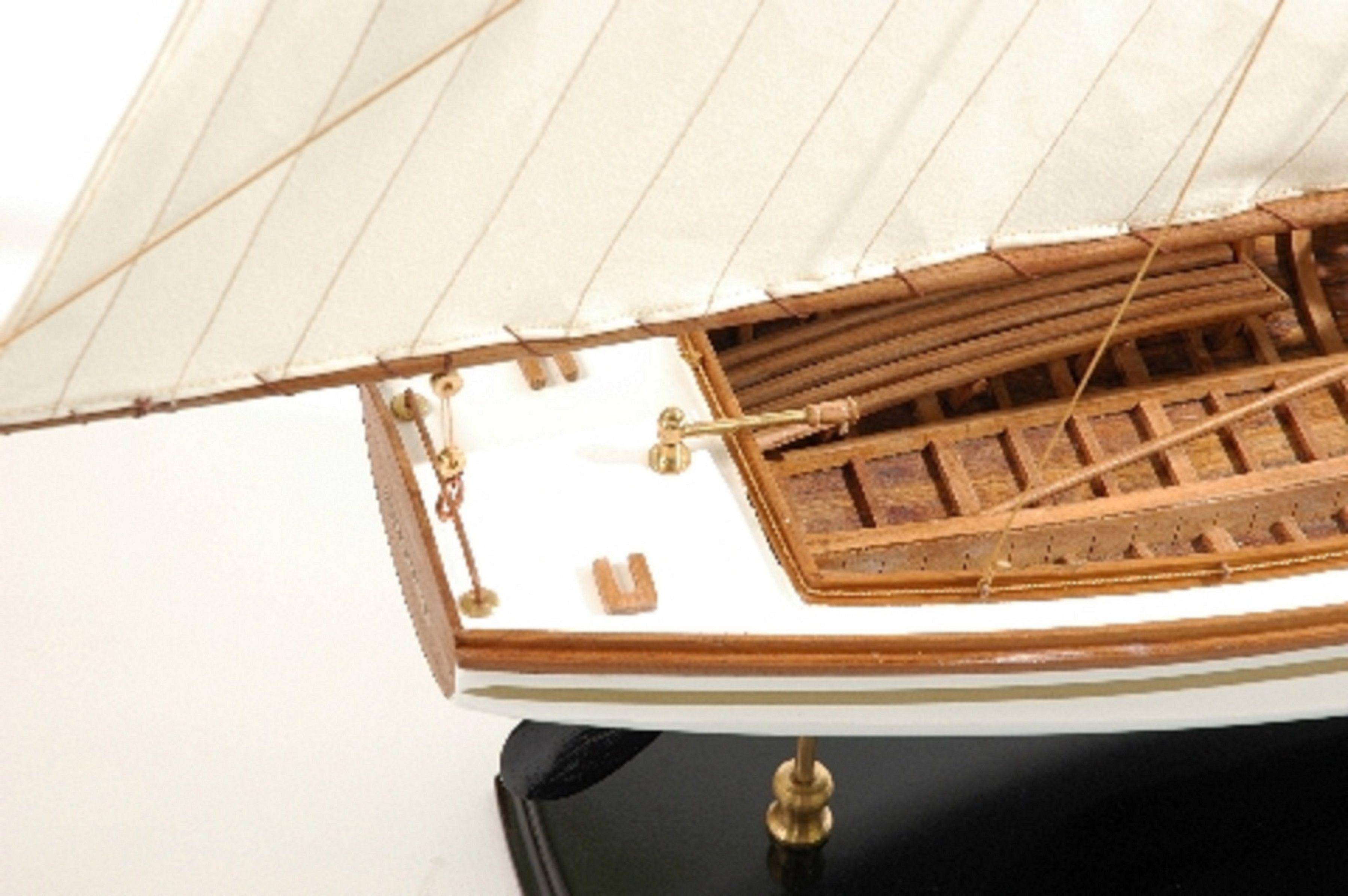 166-8434-Yare-Bure-Model-Yacht-Superior-Range
