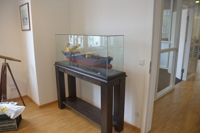 1685-9498-Ready-made-glass-display-case-with-stand-SC