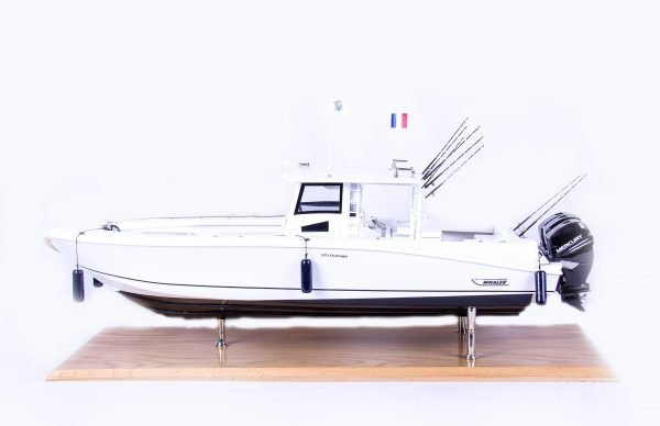 1686-9515-Boston-Whaler-Outrage-370-Model-Boat