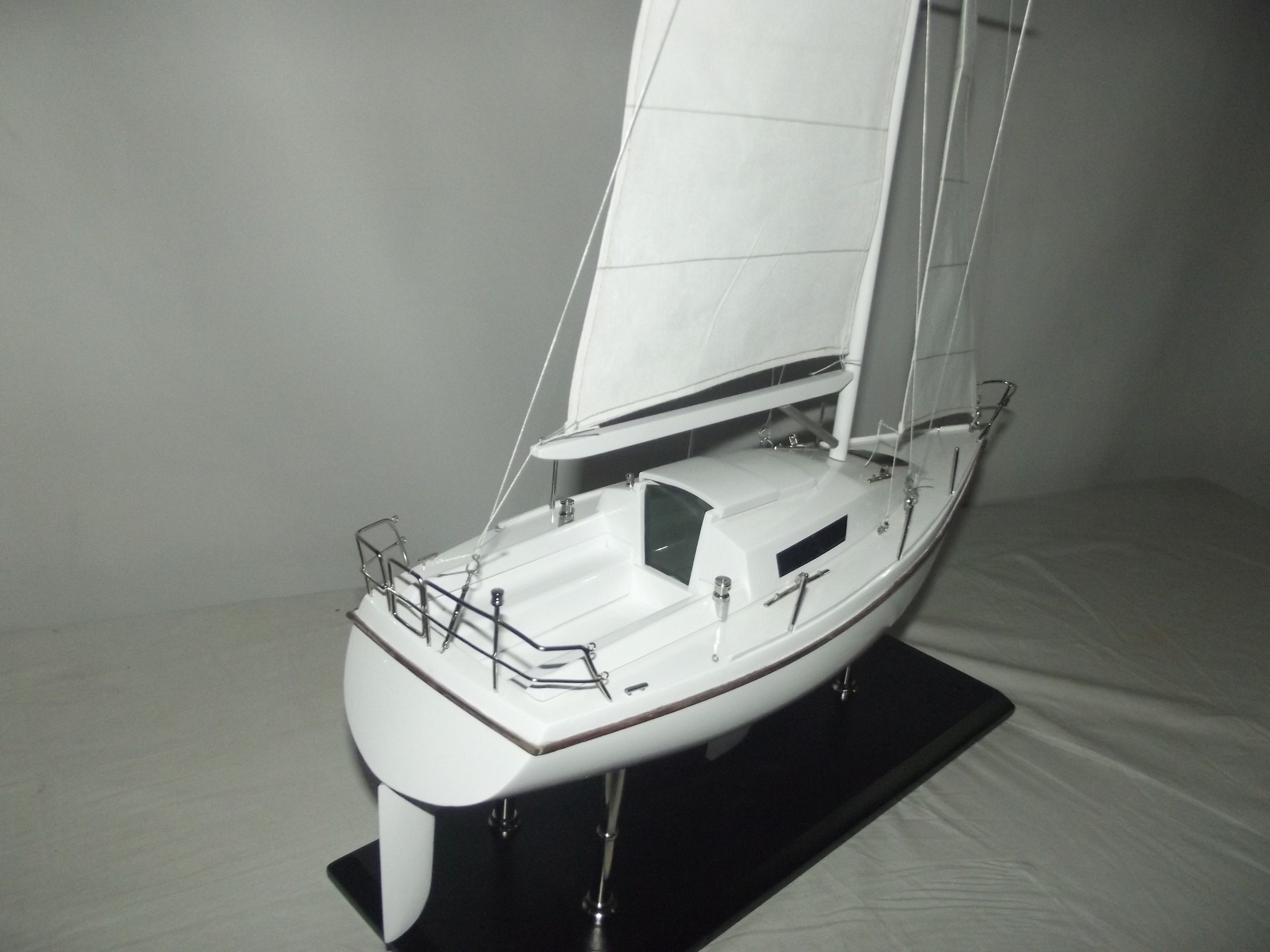 Silver Fox Laser 28 Sailing Boat Premier Ship Models